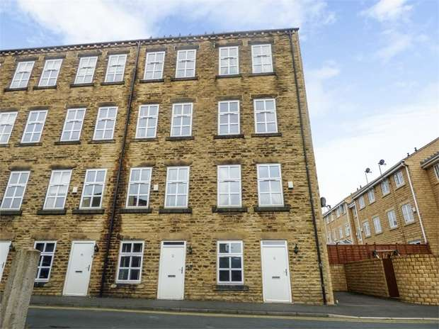 5 Bedrooms Terraced House for sale in Brunswick Place, Heckmondwike, West Yorkshire