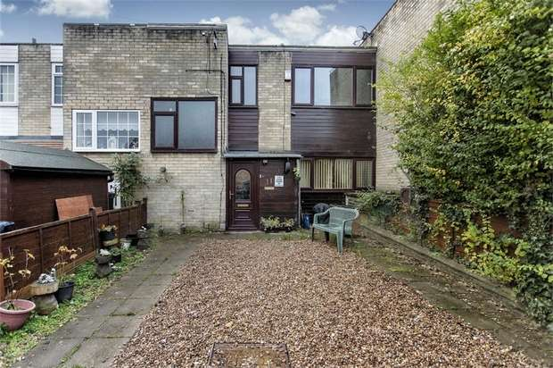 3 Bedrooms Link Detached House for sale in The Drive, Batley, West Yorkshire