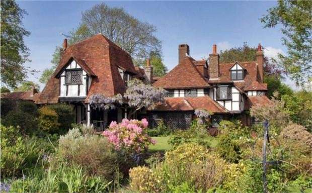 4 Bedrooms Detached House for sale in Peasmarsh, Peasmarsh, Rye, East Sussex