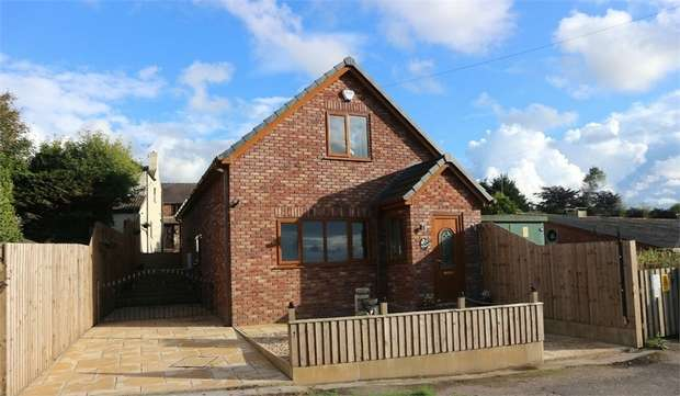 4 Bedrooms Detached House for sale in Shore Road, Hesketh Bank, Preston, Lancashire