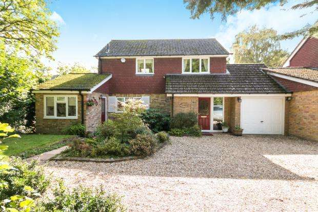3 Bedrooms Link Detached House for sale in Tadley, Hampshire, England