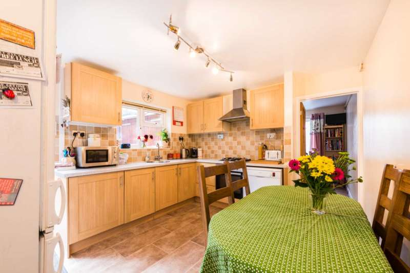 3 Bedrooms Semi Detached House for sale in Blenheim Drive, Witney