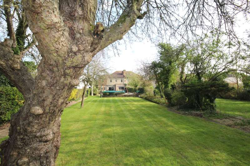 5 Bedrooms Semi Detached House for sale in Courtenay Gardens, Upminster