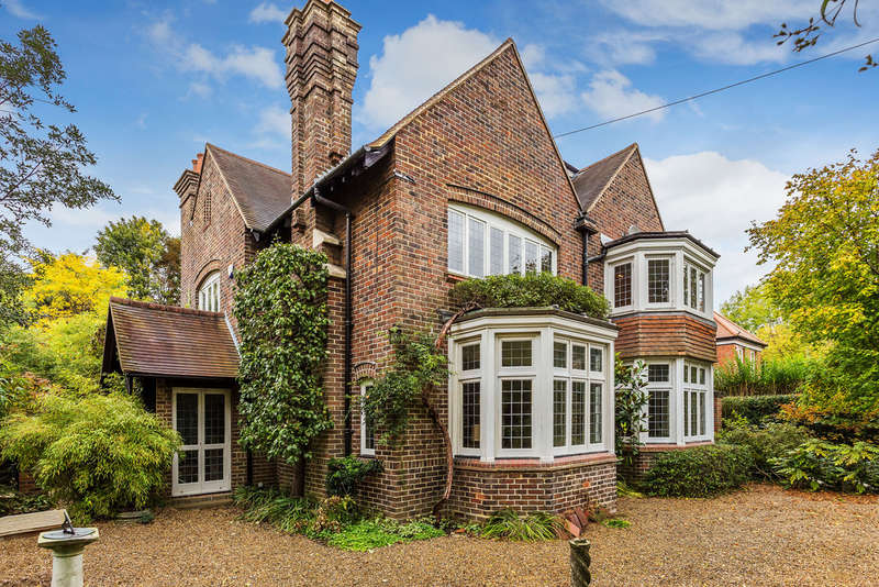 6 Bedrooms Detached House for sale in Wilderness Road, Oxted, RH8