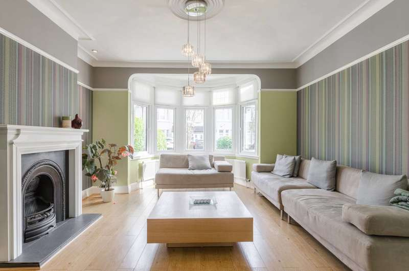 4 Bedrooms House for sale in Glenwood Gardens, Barkingside, IG2