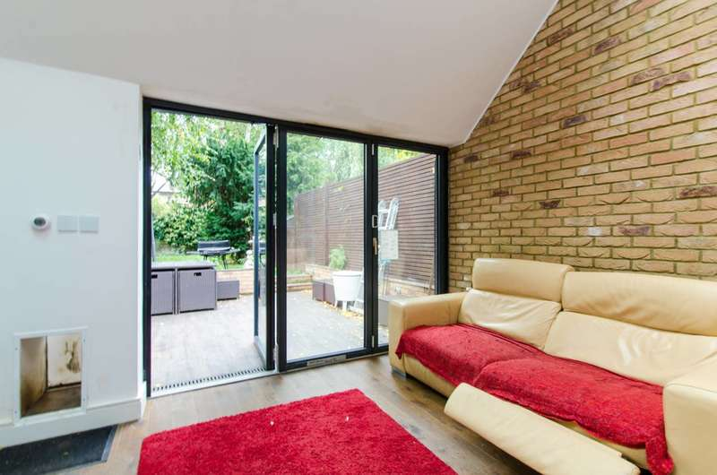 3 Bedrooms Terraced House for sale in Ramsden Road, Nightingale Triangle, SW12