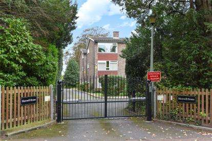 2 Bedrooms Flat for sale in Maxwell House, Prince Imperial Road, Chislehurst, Kent