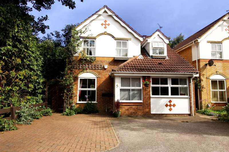 4 Bedrooms Detached House for sale in Phipps Close, Aylesbury, HP20
