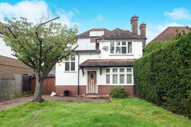 3 Bedrooms Detached House for sale in Hinchley Wood, Surrey, .
