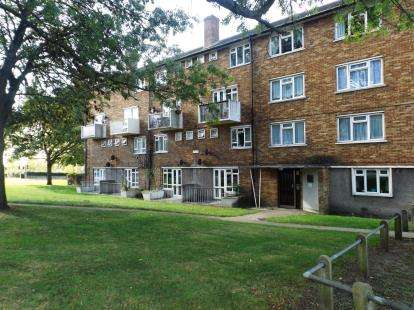 2 Bedrooms Maisonette Flat for sale in Chadwell Heath, London, United Kingdom