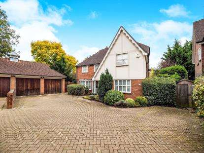 5 Bedrooms Detached House for sale in Woodford Green, Essex