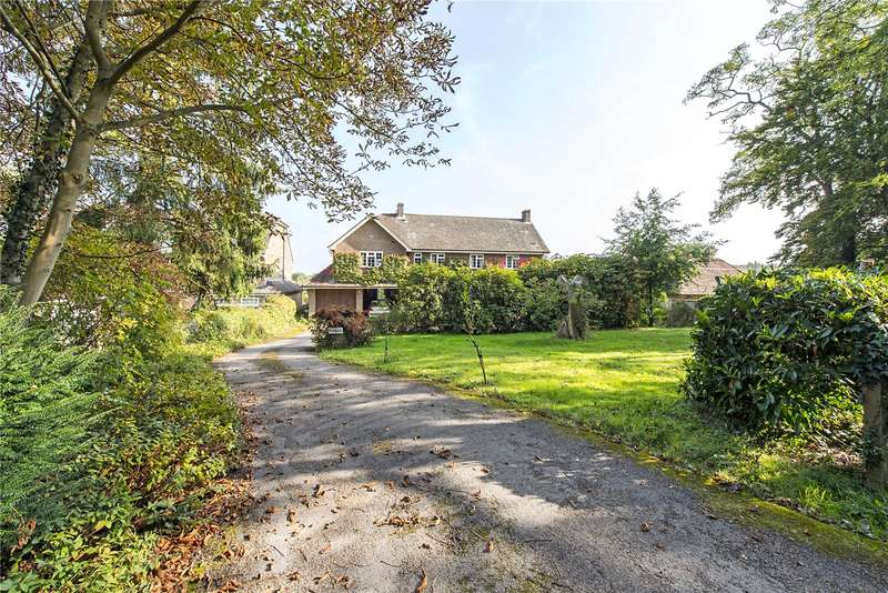 4 Bedrooms Detached House for sale in Village Road, Coleshill, Amersham, Buckinghamshire, HP7
