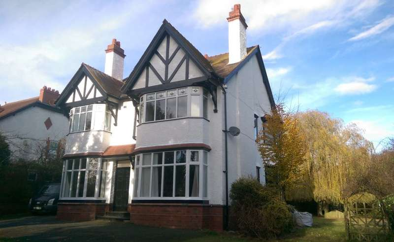 4 Bedrooms Detached House for sale in Manor Avenue, Wistaston, Crewe, CW2 8BB