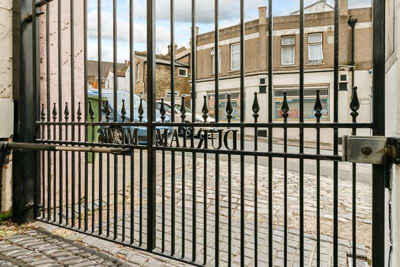 3 Bedrooms Detached House for sale in Durham Rise, Plumstead ,LONDON SE18 7TQ