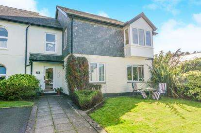 2 Bedrooms Flat for sale in Port Pendennis, Cornwall