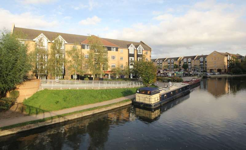 2 Bedrooms Apartment Flat for sale in 2 DOUBLE BED CANAL side apartment with JULIET BALCONY in lounge and ENSUITE to MASTER in Apsley Lock