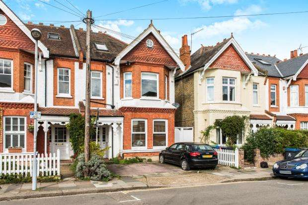 2 Bedrooms Flat for sale in Norbiton, Kingston Upon Thames, Surrey
