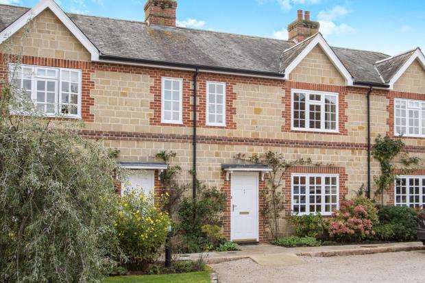 2 Bedrooms Terraced House for sale in Midhurst, West Sussex, .