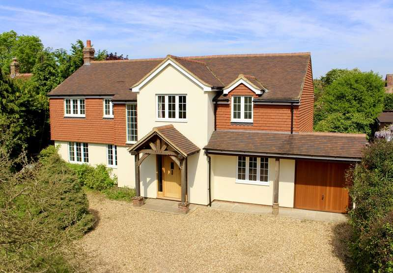5 Bedrooms Detached House for sale in Clandon