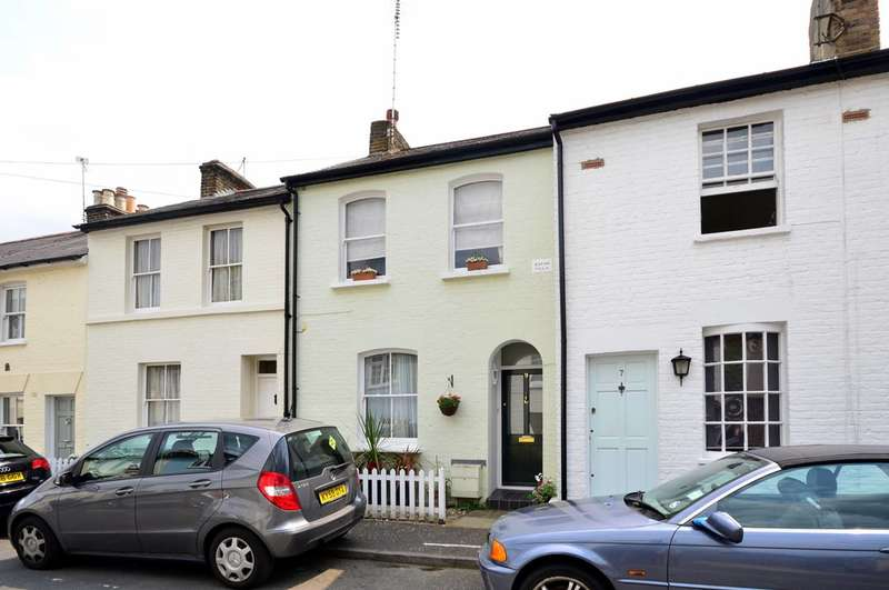 2 Bedrooms Cottage House for rent in Hyde Road, Richmond, TW10