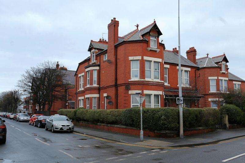 6 Bedrooms Apartment Flat for sale in Russell Road, Rhyl