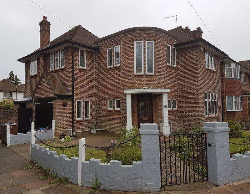 5 Bedrooms Detached House for rent in Cavendish Drive, Edgware, Middlesex, HA8 7NS