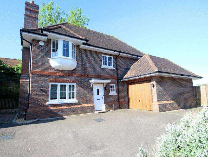3 Bedrooms Detached House for sale in Grosvenor Mews, Langley Vale