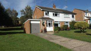 3 Bedrooms Semi Detached House for sale in Kipling Way, East Grinstead, West Sussex