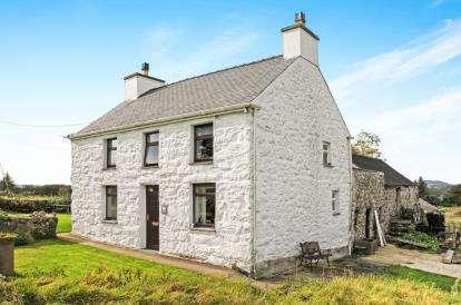 3 Bedrooms Detached House for sale in Plas Gwyn Road, Pwllheli, Gwynedd, ., LL53