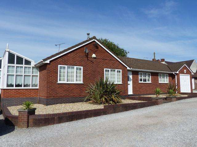 2 Bedrooms Detached Bungalow for sale in Spring Drive,off Walsall Road,Great Wyrley