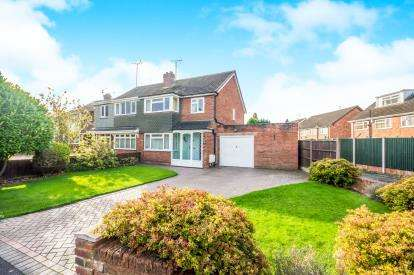 3 Bedrooms Semi Detached House for sale in Balmoral Drive, Willenhall, West Midlands