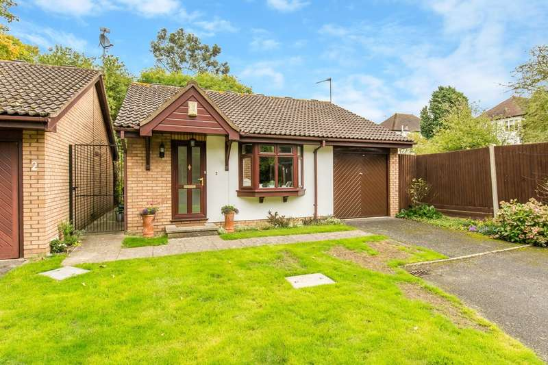 2 Bedrooms Detached Bungalow for sale in Larcombe Close, Croydon, CR0 5SR