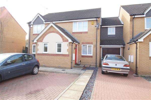 2 Bedrooms Semi Detached House for sale in Trumper Way, Cippenham, Slough
