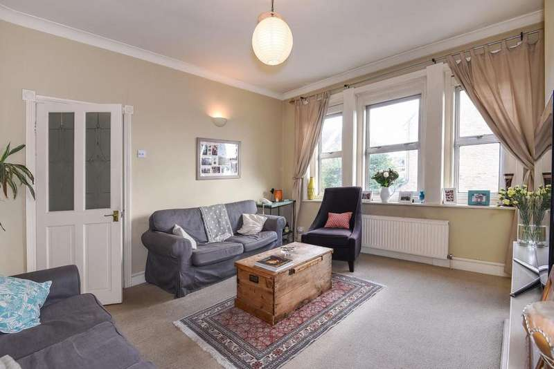 3 Bedrooms Flat for sale in Heathfield Square, Earlsfield