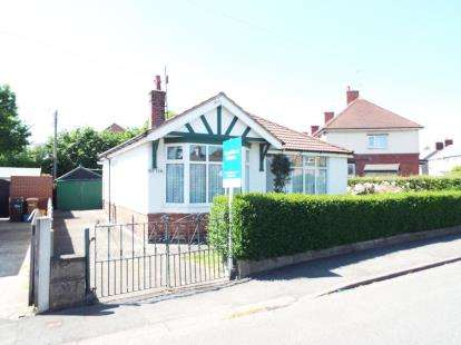 2 Bedrooms Bungalow for sale in Broncoed Park, Mold, Flintshire, CH7