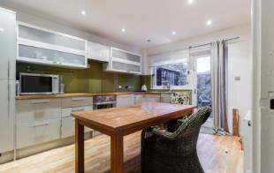 3 Bedrooms Terraced House for sale in Garrick Close, Wandsworth, London