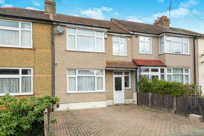 3 Bedrooms Terraced House for sale in Mawneys, Romford, Havering