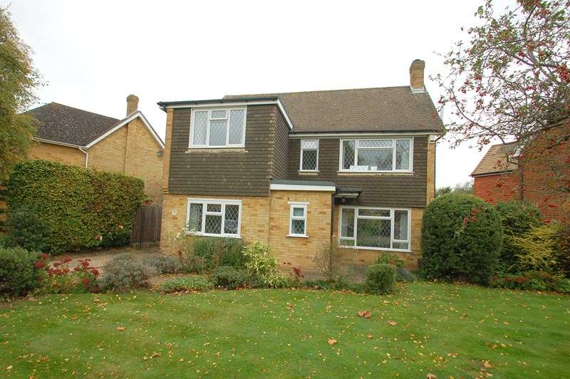 3 Bedrooms Detached House for sale in Mound Close, Alverstoke, GOSPORT