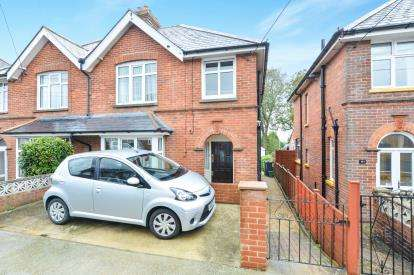 3 Bedrooms Semi Detached House for sale in Newport, ., Isle Of Wight