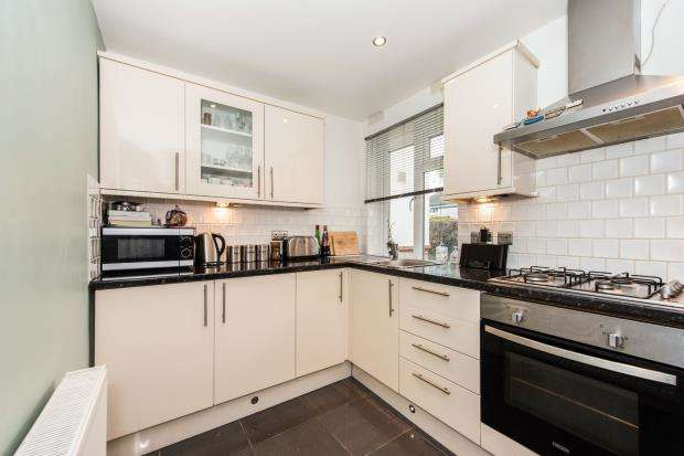 2 Bedrooms Flat for sale in 200B Cambridge Road, Kingston Upon Thames, England