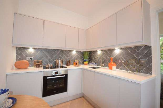 2 Bedrooms Apartment Flat for sale in Carey Road, Wokingham, Berkshire