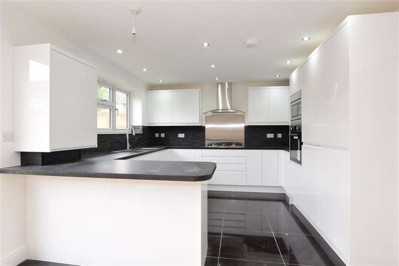 4 Bedrooms Terraced House for sale in Hurstleigh Gardens, Ilford, Essex