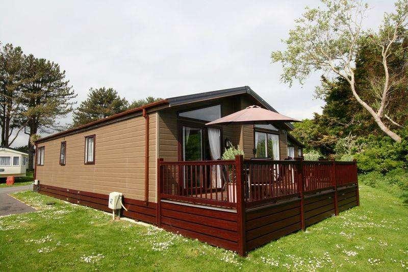 2 Bedrooms Lodge Character Property for sale in Gillard Road, Brixham