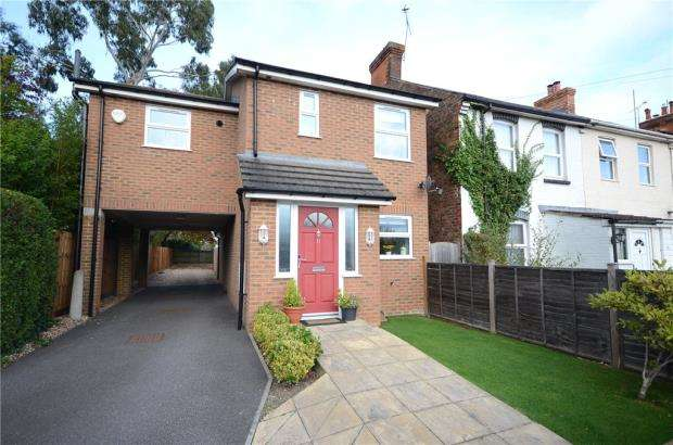 3 Bedrooms Detached House for sale in Lower Newport Road, Aldershot, Hampshire