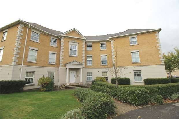 1 Bedroom Flat for sale in King Henry Court, Deer Park Way, Waltham Abbey, Essex