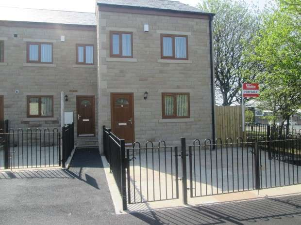 3 Bedrooms Town House for sale in Fenby Avenue, Bradford, BD4