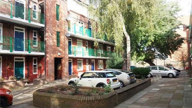 3 Bedrooms Flat for sale in Tower Bridge Road, London