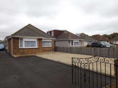 3 Bedrooms Bungalow for sale in Holbury, Southampton, Hampshire