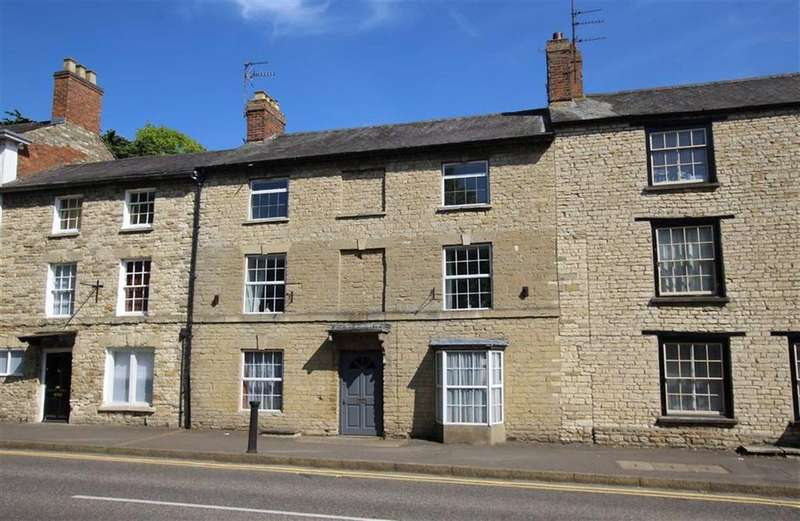 9 Bedrooms Terraced House for sale in 31, High Street, Brackley