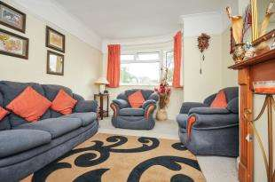 2 Bedrooms Maisonette Flat for sale in Meadowview Road, Catford, London, .